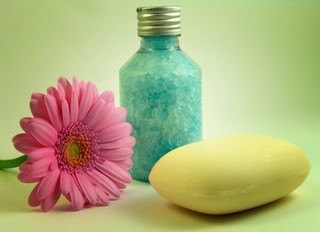 Homemade bath salts, a daisy and a bar of soap